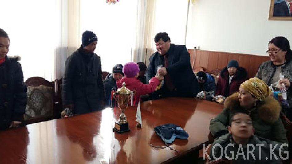 Кочкор-Ата шаарында муктаждарга  500 миң сомдук акчалай жардам...