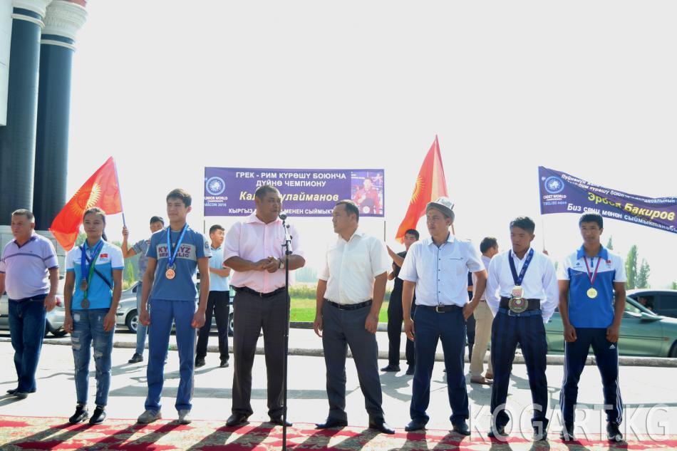 Жалал-Абад шаарында чемпиондорду салтанаттуу тосуп алышты