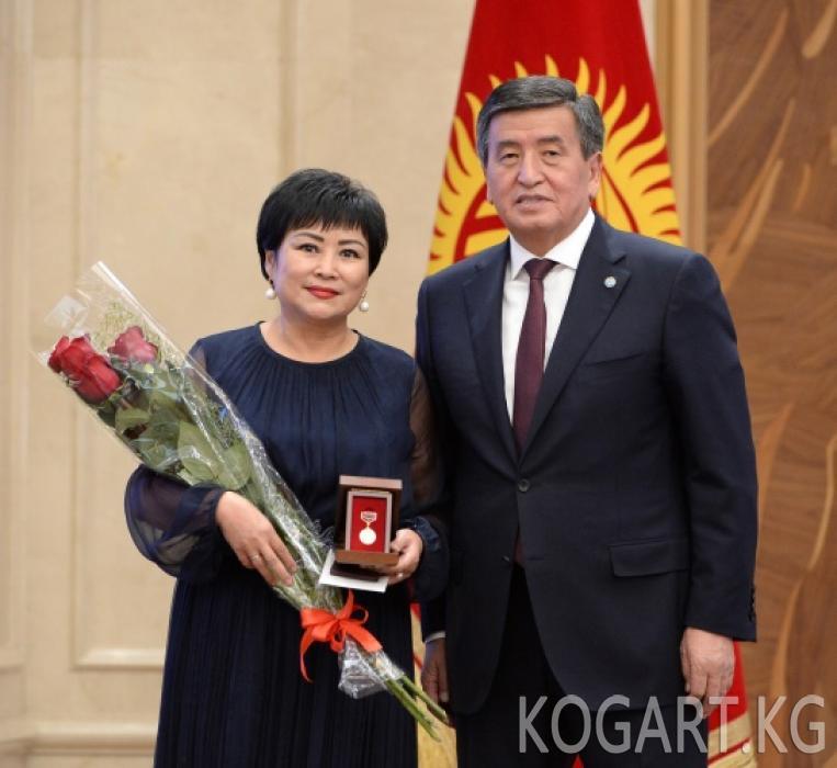 Президент Сооронбай Жээнбеков 164 кыргызстандыктарга мамлекеттик...