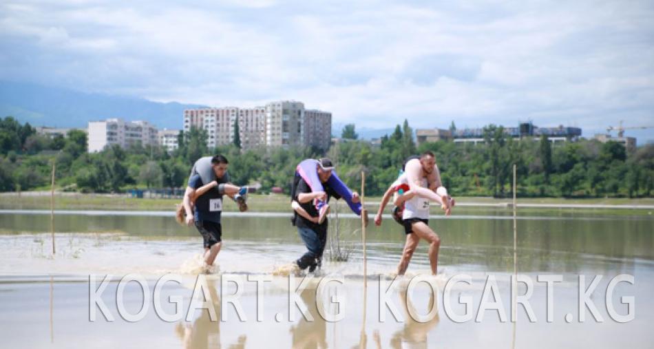 Алматыда аялдарын ийинге отургузуп жарышуу боюнча чемпионат өттү