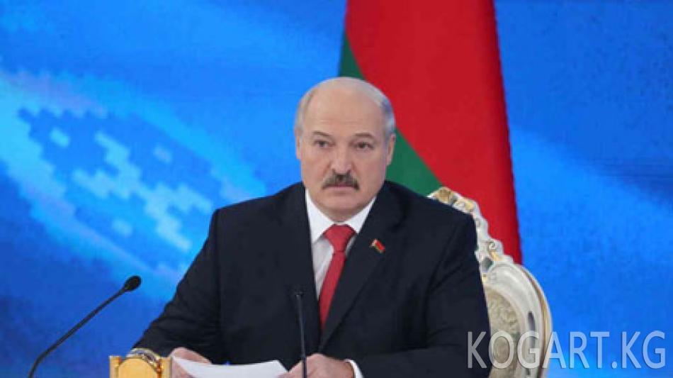 Лукашенко аткаминерлерди аялдары менен көңүлдөштөрүн ишке...