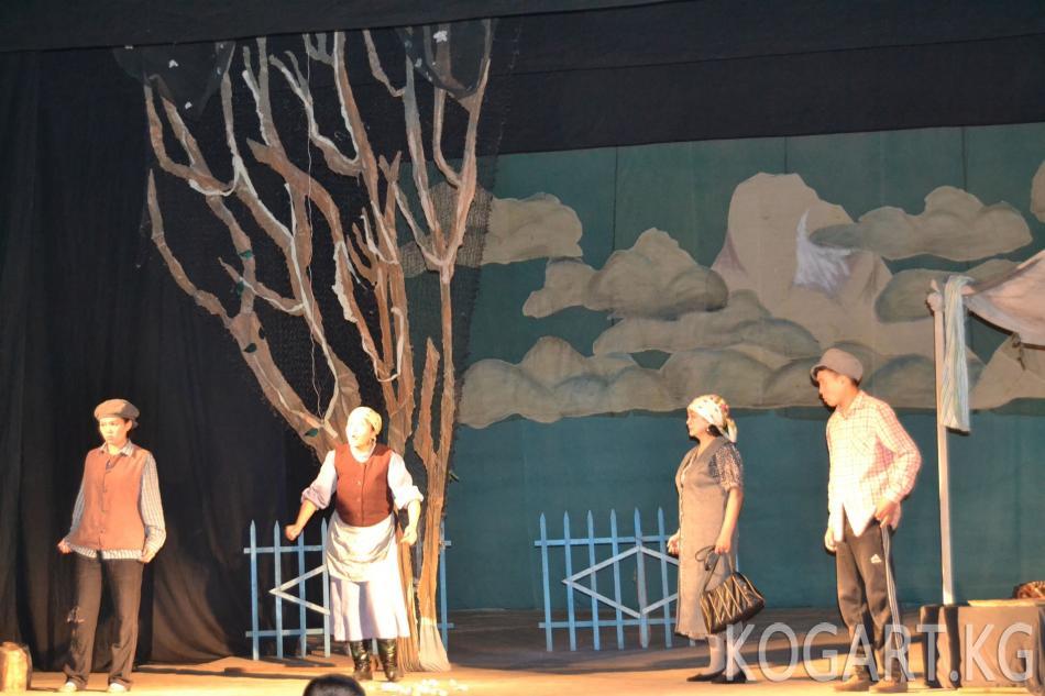 Ысык-Көл облустук театрын Жалал-Абад шаарынын көрүүчүлөрү жакшы кабыл...