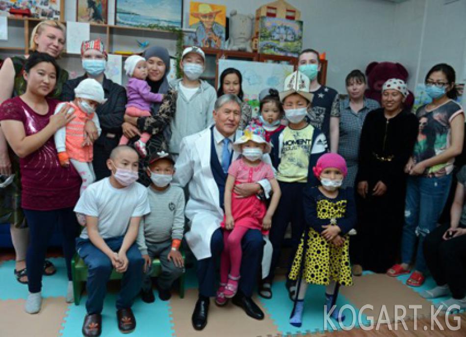 Президент А.Атамбаев балдар онкологиясы жана гематологиясы бөлүмүнө 5...
