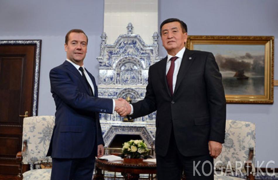 Президент Сооронбай Жээнбеков Россиянын Өкмөтүнүн Төрагасы Дмитрий Медведев менен жолугушту