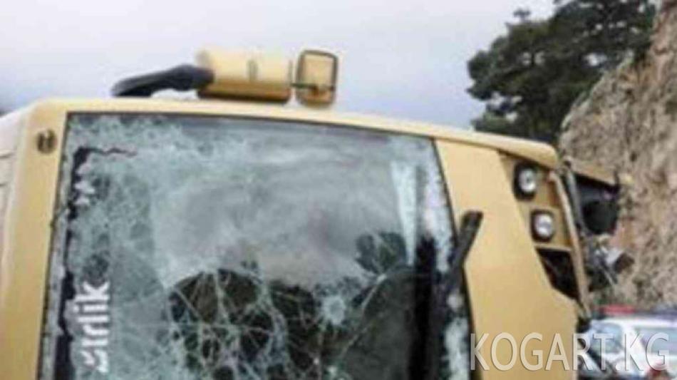 Казакстанда өзбекстандыктар бараткан автобус кырсыкка учурады