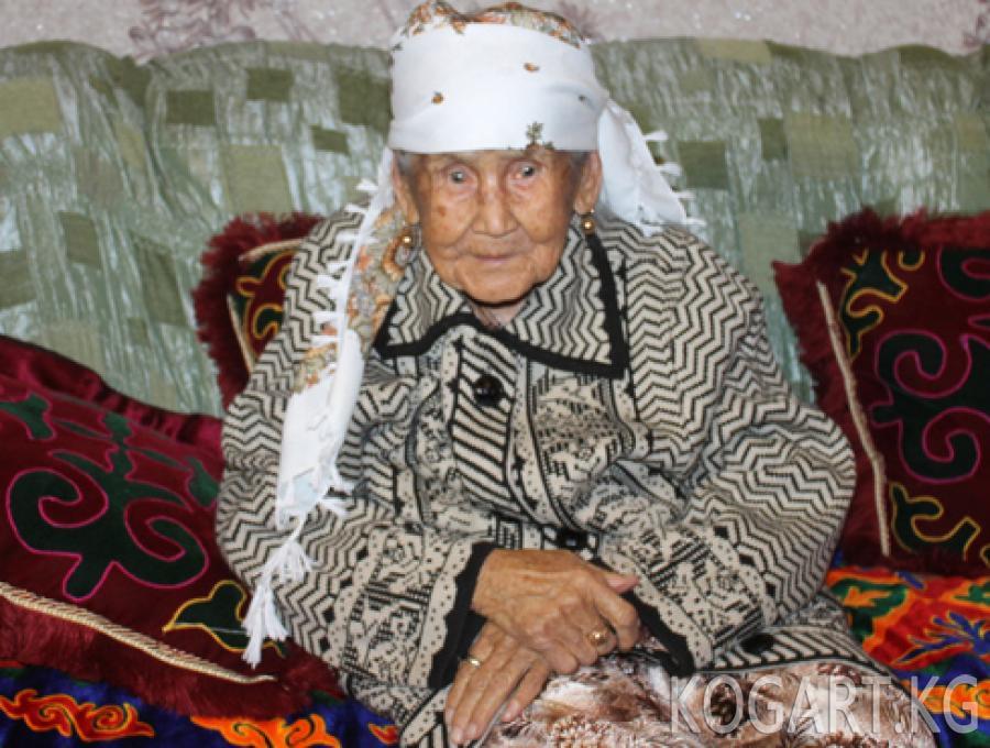 Сузакта  109 жашка чыккан энеге сый-урмат көрсөтүлдү