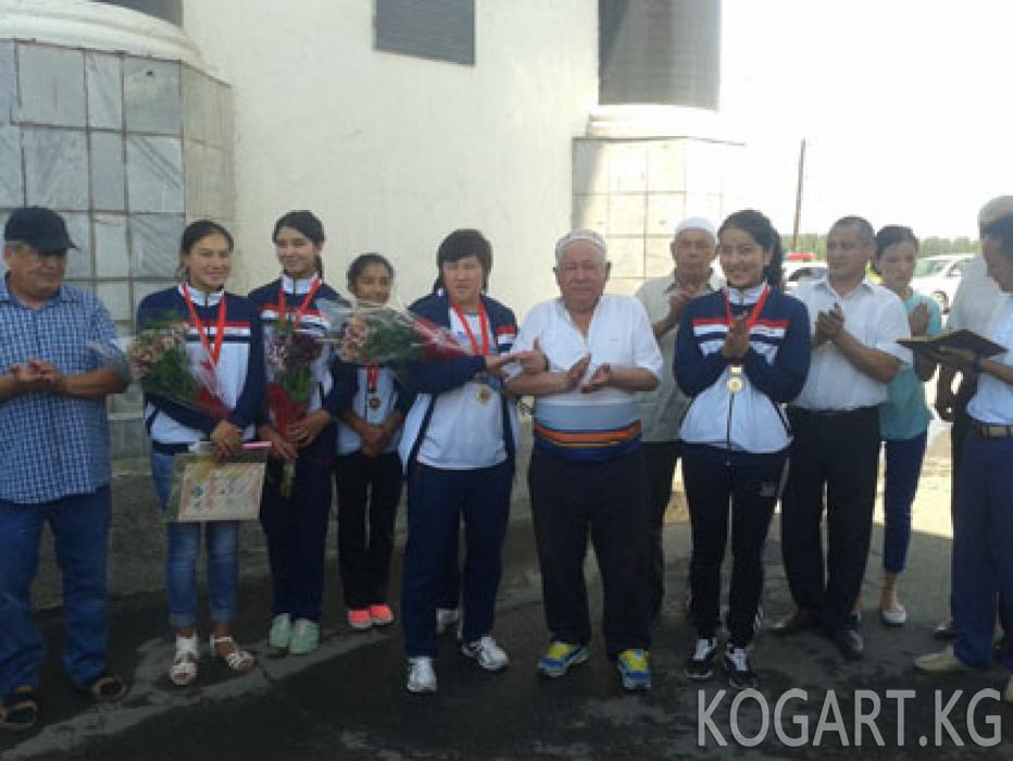 Кыздар волейбол командасы алтын медалдын ээси болду