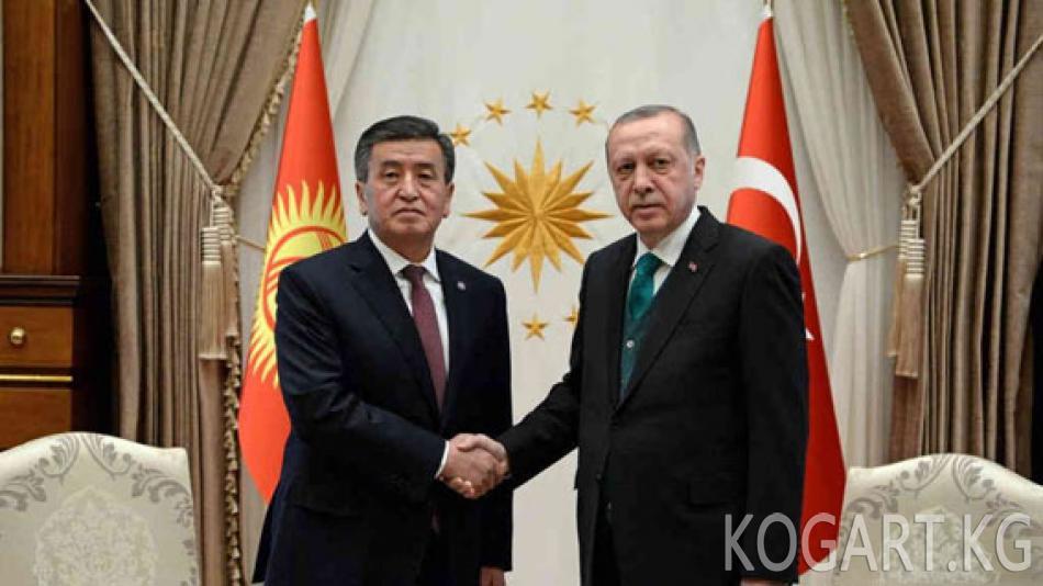 """Эрдоган Жээнбеков менен жолугушууда """"гүленчилер"""" темасын козгоду"""