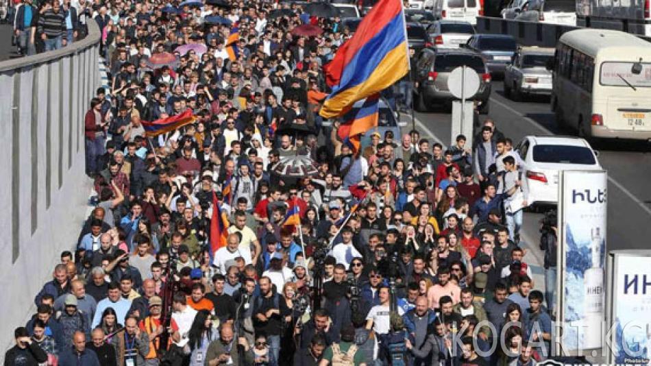 Ереванда Саргсяндын премьер-министр болушуна каршы акция өтүүдө
