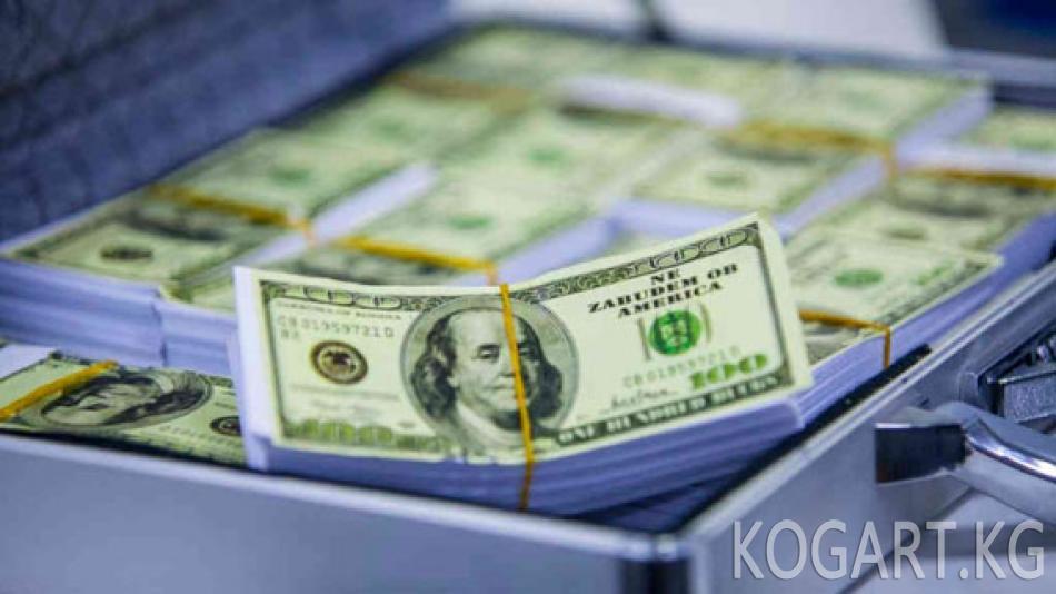 Прокуратура кызматкери 200 миң доллар пара менен кармалды