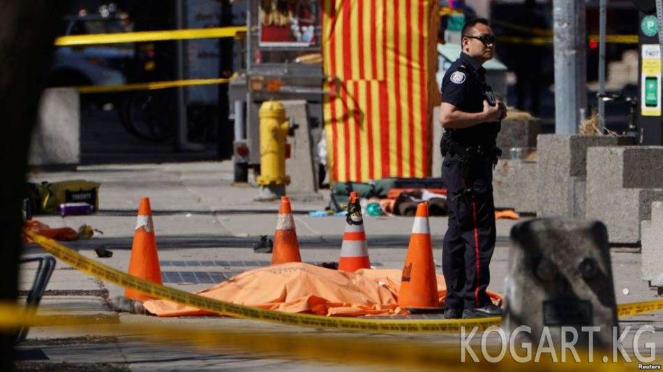 Торонто: жөө кишилерди тебелетип кеткен шектүү кармалды