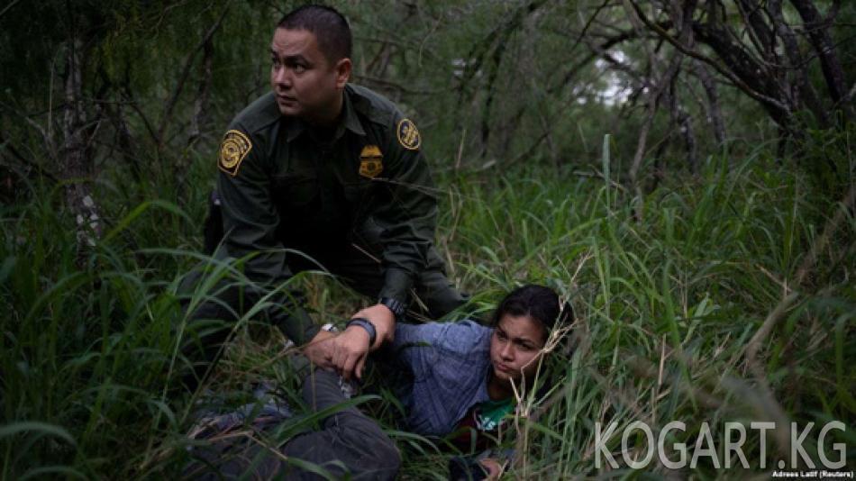 Сешнс: АКШ миграцияны токтотуу үчүн үй-бүлөлөрдү балдарынан ажыратат