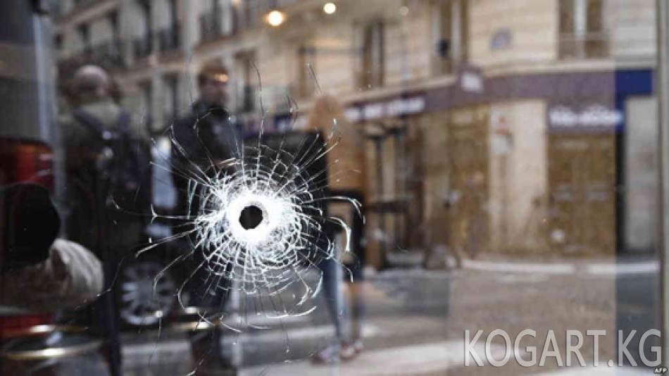 Париж: элге кол салган адам полициянын каттоосунда болгон