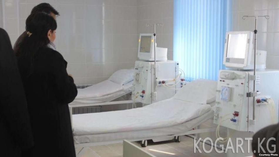 Өзбекстанда Саламаттык сактоо министрлигинин өкүлү бейтапка кол көтөрдү