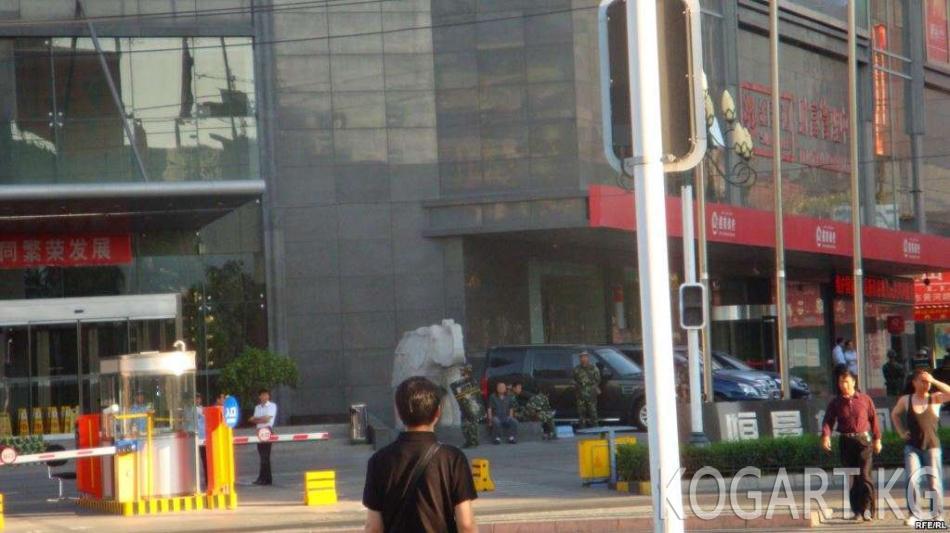 Пекин Кытайда соттолгон төрт кыргыз жаранын өткөрүп берет