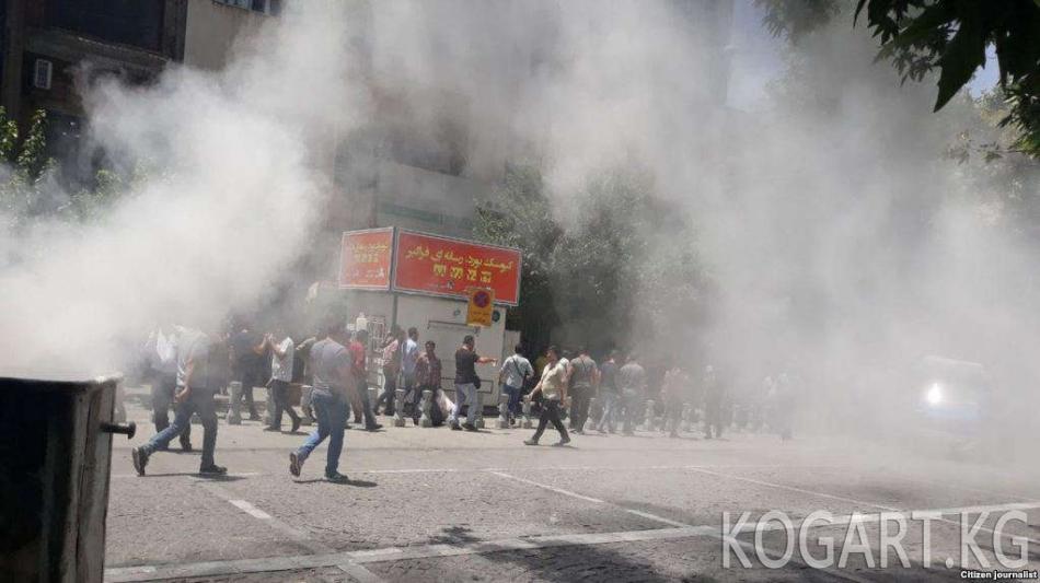 Иран: Полиция нааразылыкка чыккандарга газ чачты