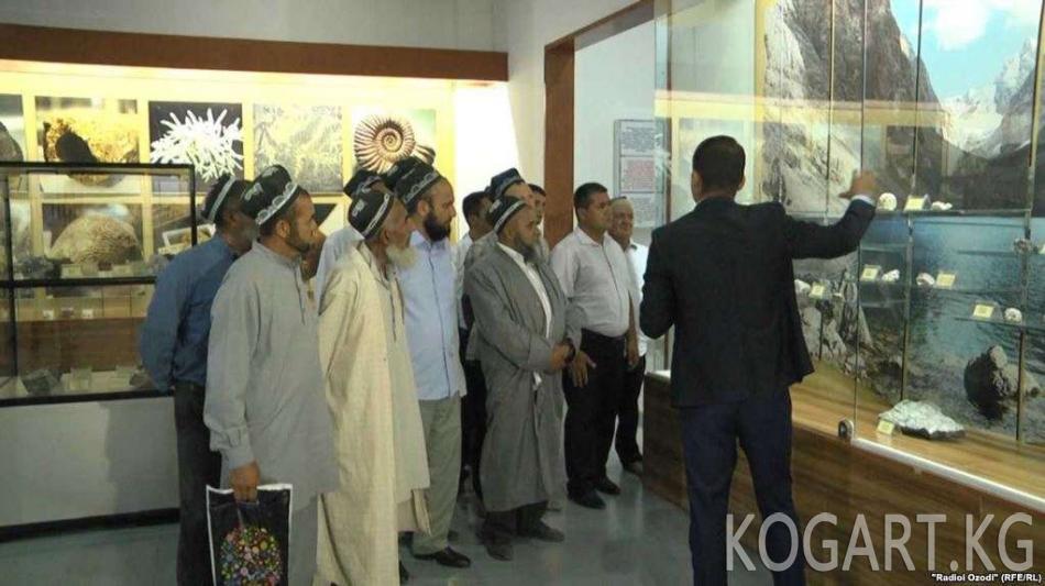 Тажикстанда имамдар музейге барууга милдеттендирилди