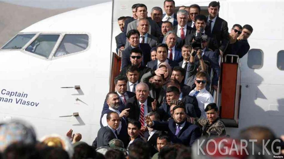 Кабул аба майданында вице-президент Достум бозгундан келген учурда...