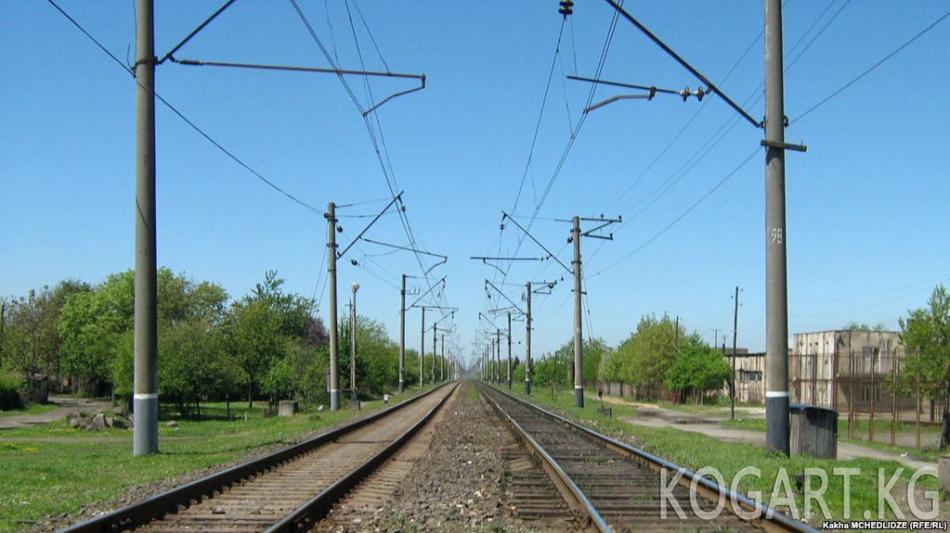 Жээнбеков: Кытай Кыргызстан-Өзбекстан темир жолу чоң мааниге ээ