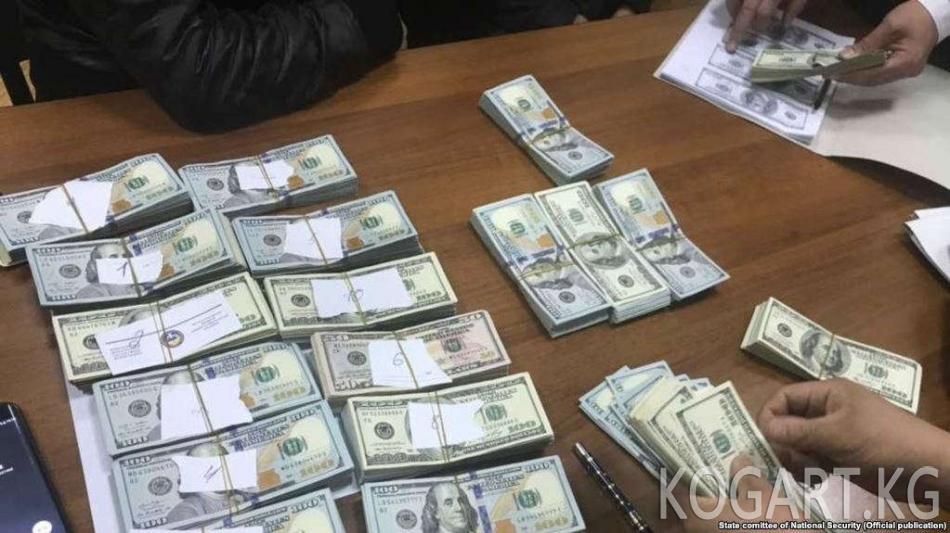 Ташкентте район акими $400 миң пара алып жатып кармалды