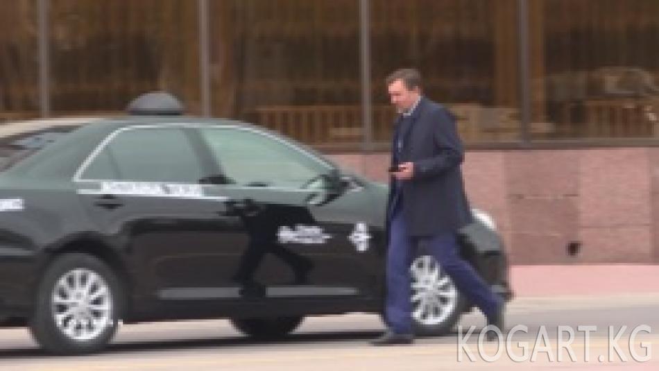 Астана чиновниктери унаадан баш тартып, таксиге өтүштү