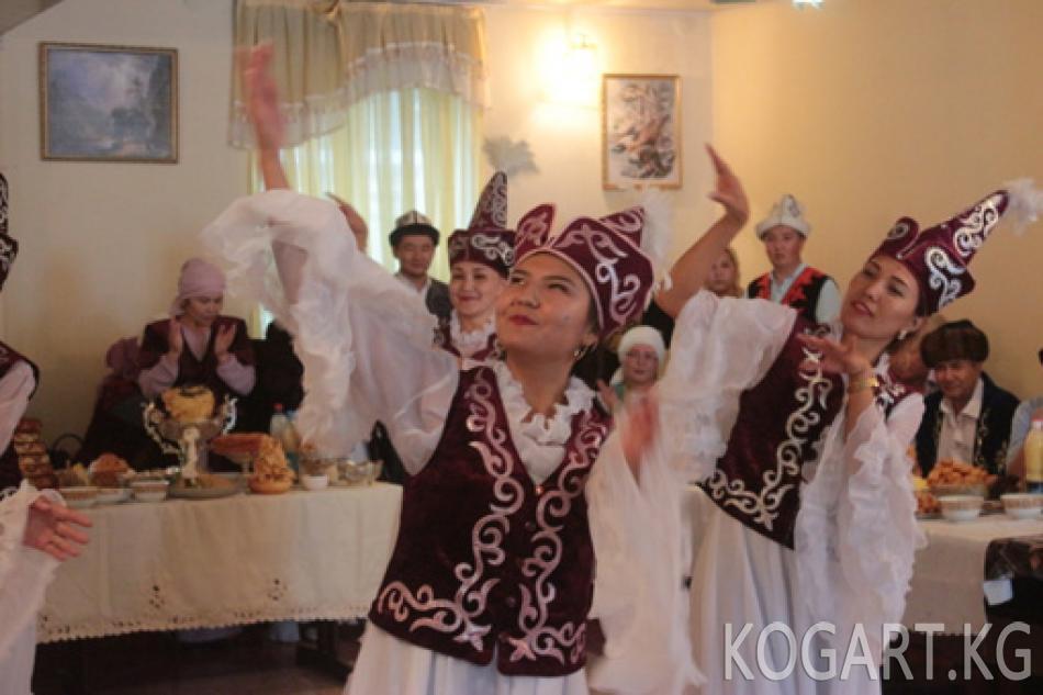 Ошто мекеме-ишканаларда кыргыз тил майрамы белгиленди (ФОТО)