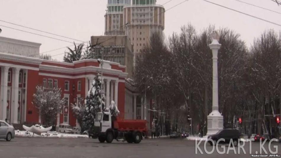 Душанбе борборунда 18 метрлик куранттуу мунара салынууда