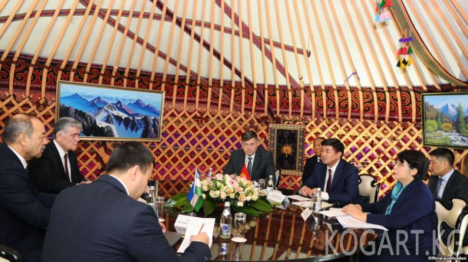 Кыргыз-өзбек өкмөт башчылары тар чөйрөдө жолукту