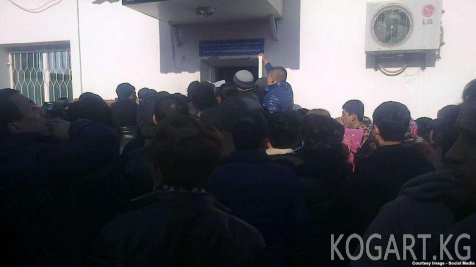 Өзбекстанда чет паспортторду алууда узун кезек жаралууда