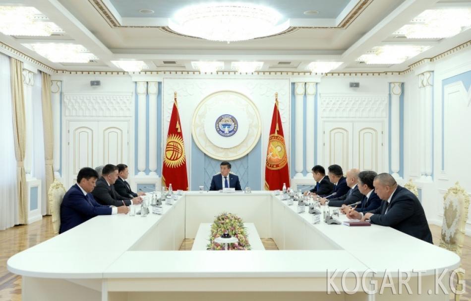 Президент Сооронбай Жээнбеков Жогорку Кеңештин Төрагасы жана фракция...