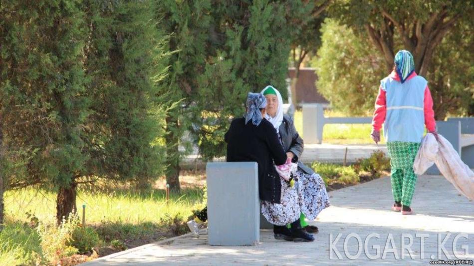 Өзбекстандын Хорезм облусунда пенсия курагындагы мугалимдер жапырт иштен...