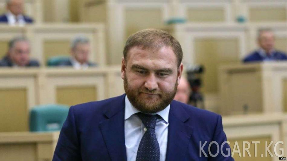 Орусия Федерация Кеңешинин мүчөсү эки адам өлтүрүүгө айыпталууда