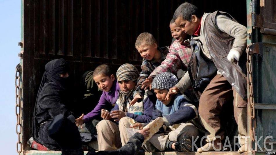 Өзбекстан үч баласы менен террорчулардын катарында жашап жүргөн аялды мекенине...