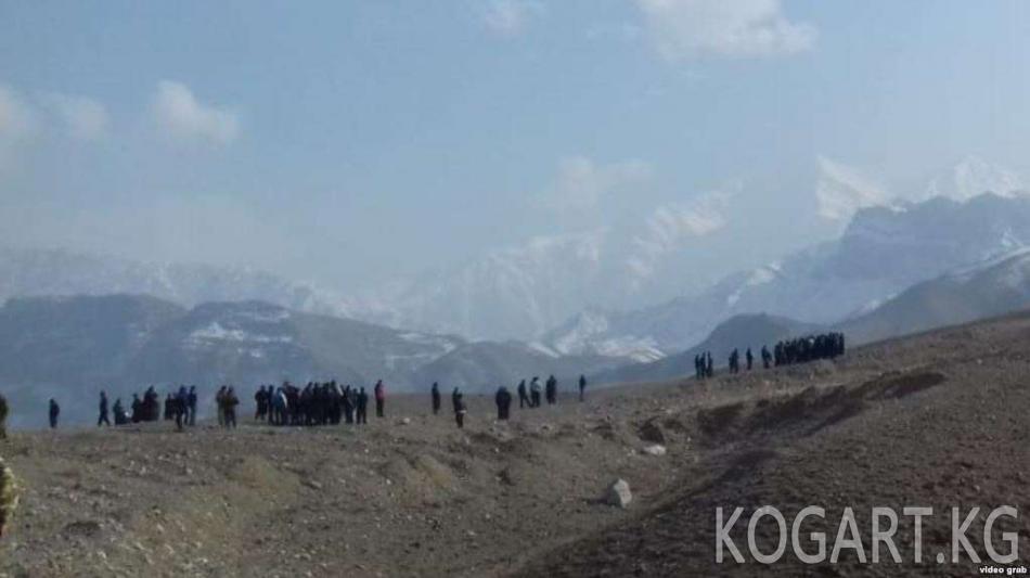 Кыргыз-тажик чек арасындагы жаңжал: бир киши каза болуп, 20дан ашыгы...