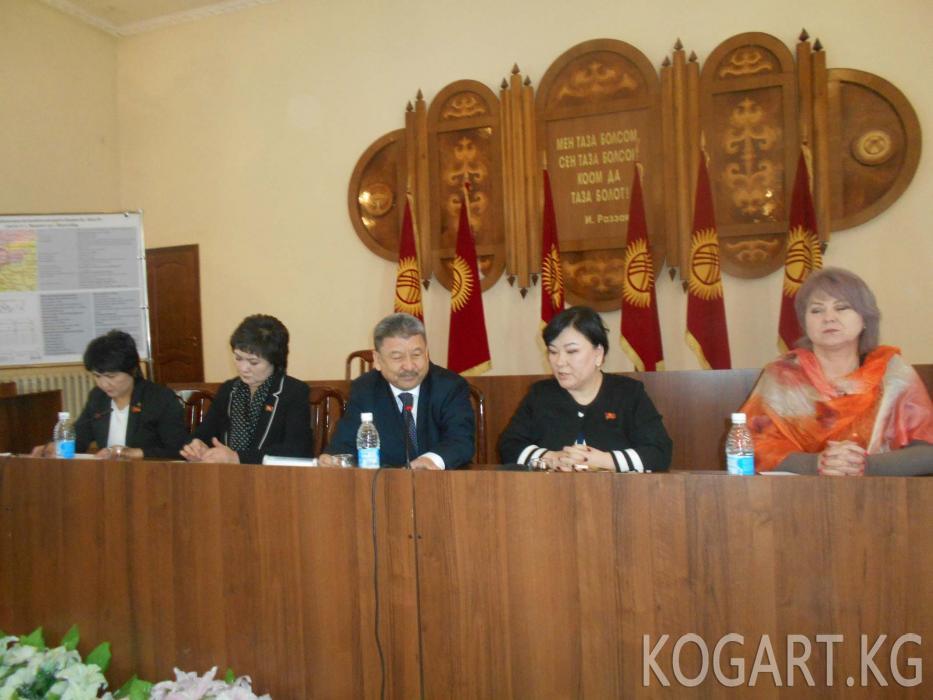 ЖК депутаты Айнура Осмонова: Республикадагы 40 райондун бирин да аял жетектебейт...
