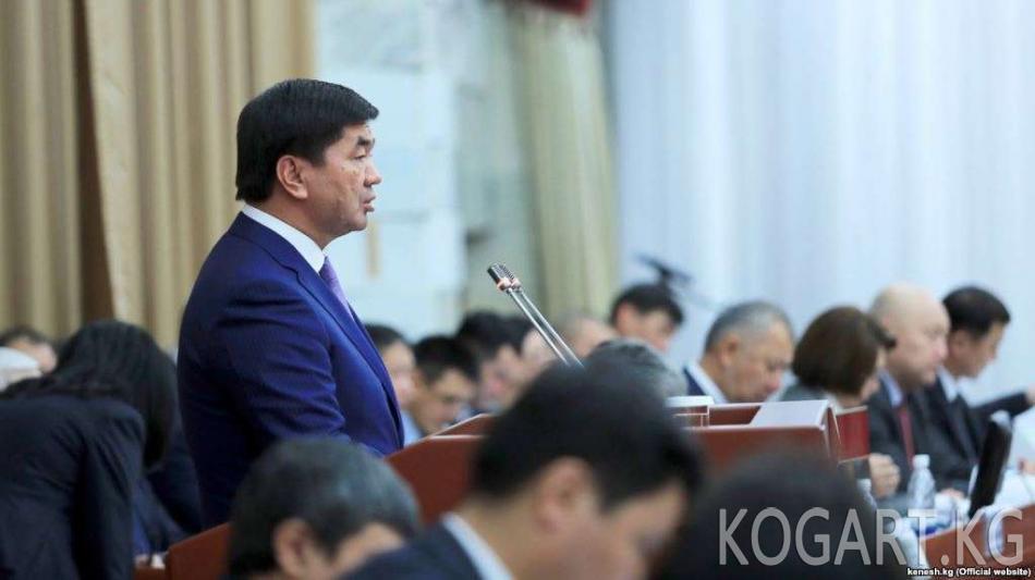 Депутат кайталанма жооптору үчүн премьер-министрди сынга алды