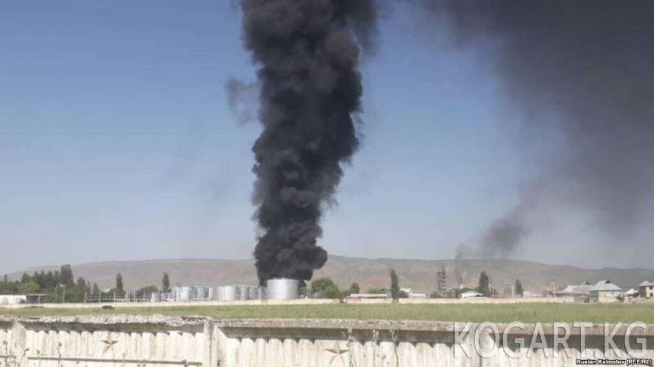 Жалал-Абад шаарында нефти база өрттөнүп жатат