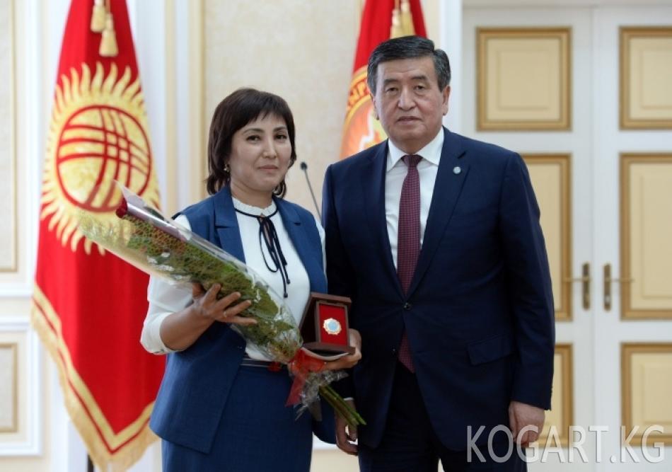 Президент Сооронбай Жээнбеков Энелер күнүнө карата көп балалуу...