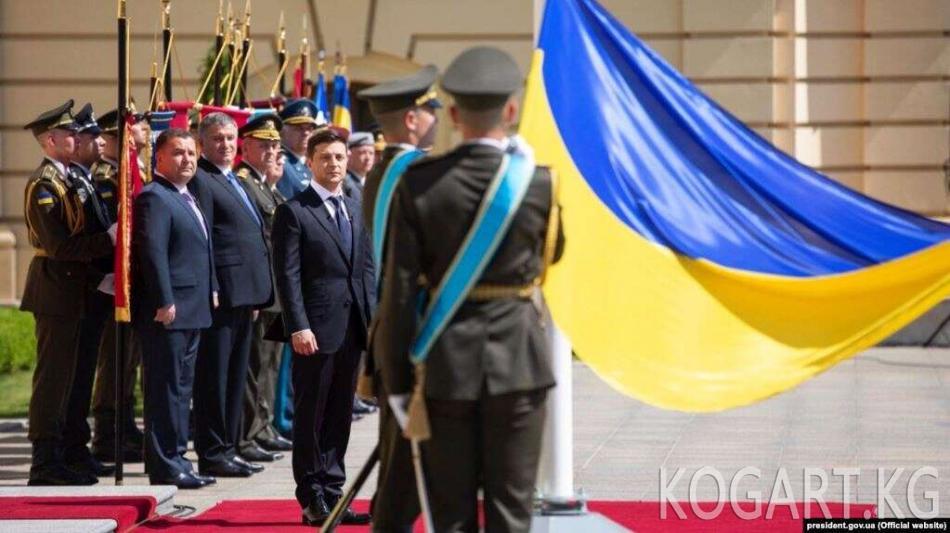 Украина: премьер-министр жана күч түзүм башчылары отставкага кетти
