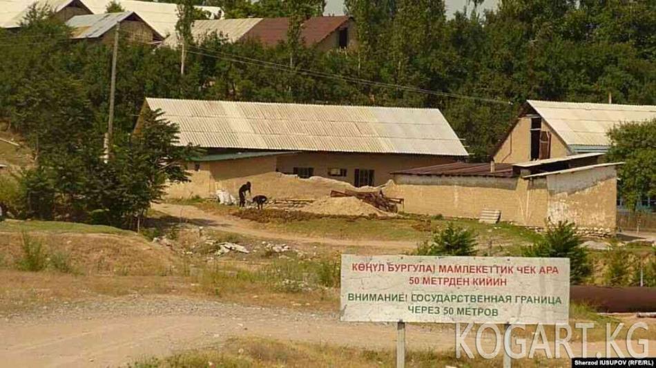 Кыргыз-өзбек чек арасында аскерлерге баш ийбеген өзбек жараны жараат...