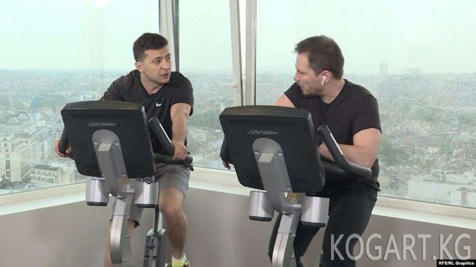 Владимир Зеленский «Азаттыктын» украин кызматына спортзалда интервью берди