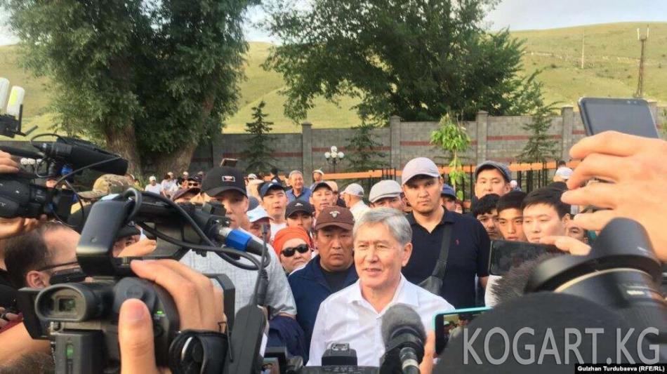 Атамбаев: Жээнбековдун бийлигин тааныбайм