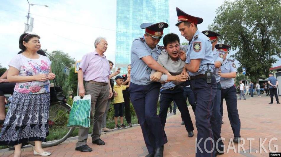 Казакстан полициясы Борбор күнүндө 100 киши кармалганын тастыктады