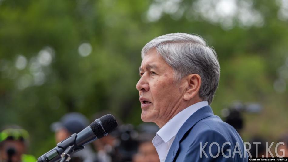 Атамбаев: Курал менде гана бар, үчүнчү кабаттан өзүм туруштук берип жаттым