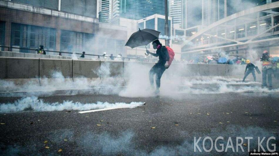 Гонконг бийлиги талаштуу мыйзам долбоорун кайтарып алды