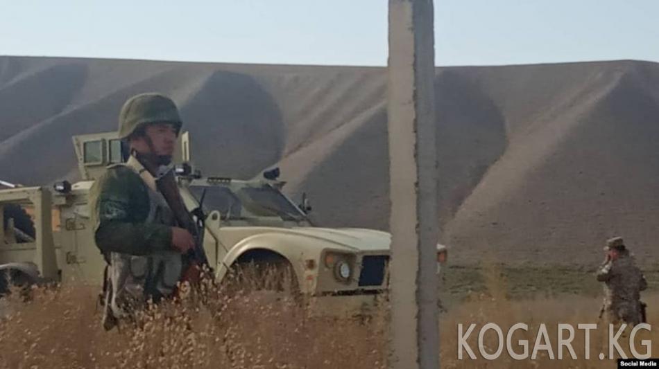 Араванда Өзбекстан тосуп алган жерге жергиликтүү эл кайра чогулду