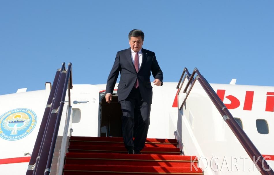 Президент Сооронбай Жээнбеков Түрк тилдүү мамлекеттердин кызматташуу кеңешинин жыйынына катышуу үчүн Бакуга келди