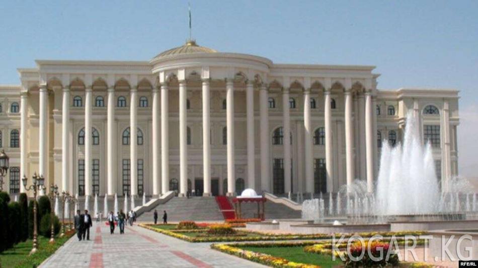 Тажикстан президенти 20 миң кишиге мунапыс жарыялады