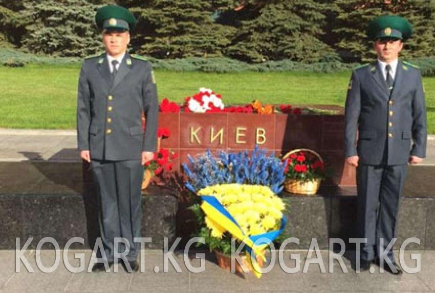 Украина элчилиги Кремлдин алдындагы Киевге арналган стелага...