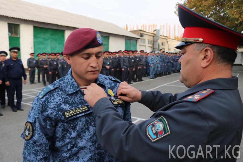 Жалал-Абад ОИИБде ЖККУнун төш белгиси тапшырылды